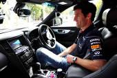 Mark Webber (Red Bull Racing) conduce acum o berlină Infiniti M37S