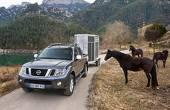 O prezenţă inedită în garajul din Anglia al lui Webber este pick-up-ul Nissan Navara